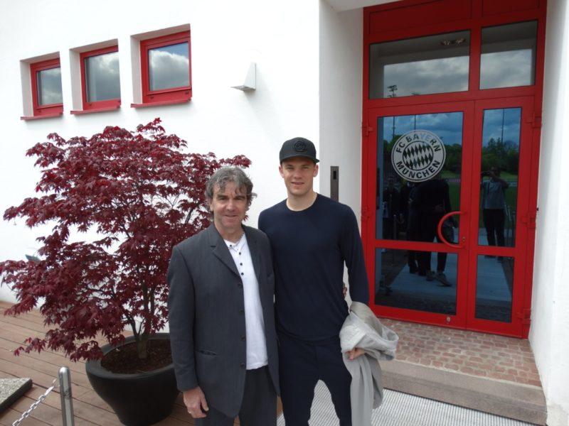 Manuel Neuer en gardien de but , en ce moment nous irait bien .Mais aux dernières nouvelles la situation s'est bien arrangé et nous avons ce qu'il faut
