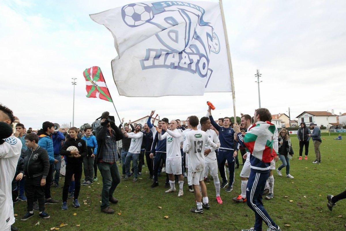 biarritz-qualifie-biarritz-libere-les-joueurs-partagent_4263998_1200x800