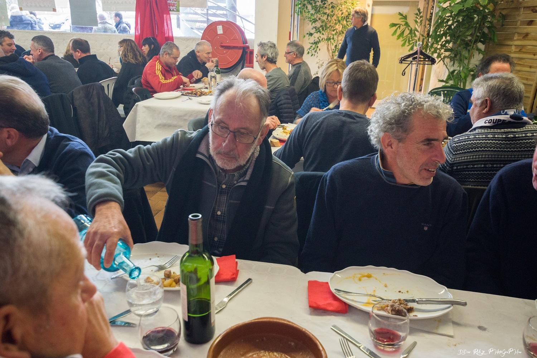 """les frères De LA Parra: Valentin le coach à l'eau pétillante et Sébas, derrière on reconnait dans sa veste de la """"Roja"""" Carlos Marcos."""
