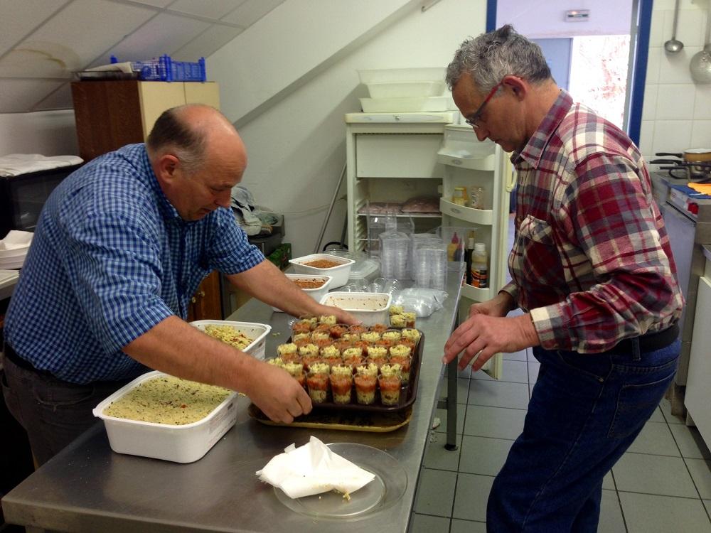 Marc et Jean Marie ont préparé avec soins les verrines du jour